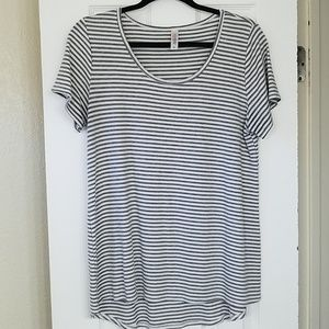 Scoop neck gray & white stripes ribbed Classic T
